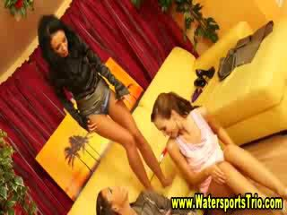 Fetish glam watersports lezzies được soaked