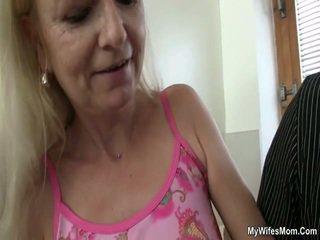Senas motina loves varpa