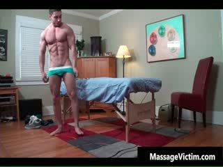 Super vroče bodied guy gets naoljene za gej