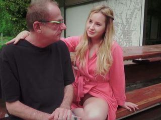 Najstnice hči zajebal za disturbing korak old oče od