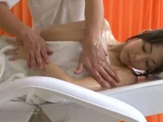 Olej masáž pre two prsnaté ázijské sluts goes dobre