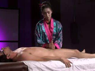 Gražu azijietiškas geisha (full masažas su masturbavimas pėdomis)