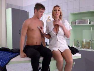Με πλούσιο στήθος νοσοκόμα fucks αυτήν ασθενής - πορνό βίντεο 731