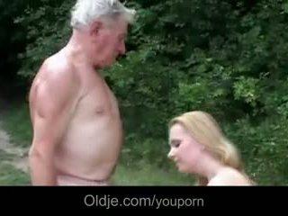 Didžiulis breasted jaunas kūrva gives senelis epochal šūdas