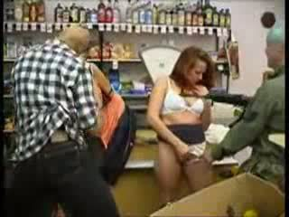 Adolescente abusada en mini mercado (fantasy) vídeo