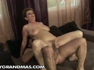 Lusty grandmas: bà babuska wants một số máy fucked lược vui vẻ