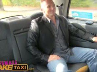Femalefaketaxi gorące female driver fucks szczęśliwy brytyjskie guy na bonnet wideo
