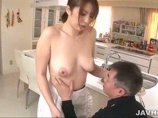 Με πλούσιο στήθος ιαπωνικό does boobjob