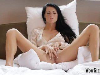 Adolescenta negru haired gagica margot masturbates ei trimmed twat