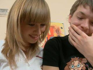 青少年性行為, 業餘青少年色情, 鑽井少女陰戶