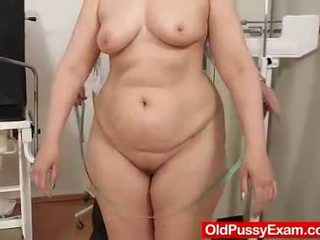 Blondhaired chubby milf explored by cu...