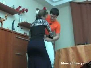 Ρωσικό μαμά που πιάστηκε αυτήν γιός masterbating