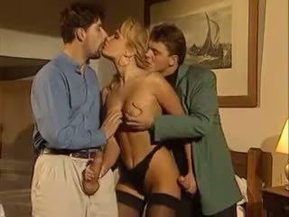 cho mọc sừng, threesomes