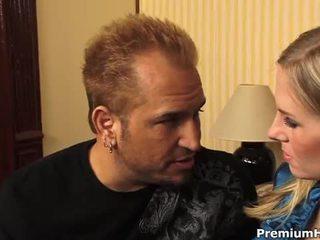 Uly emjekli blondinka aimee addison gets a zartyldap maýyrmak sikiş