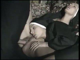 Dos monjas italianas mind la chupan a la vez