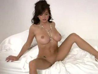 Tess taylor playboy striptiz ýalaňaç poza durmak - video sikiş archive
