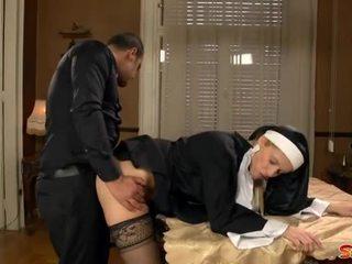 غير مطيع راهبة