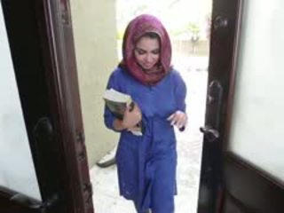 Ištvirkęs brunetė arab paauglys ada gets filled