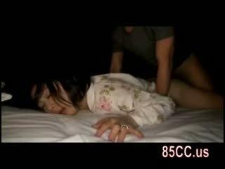 Żona fucked przez husbands przyjaciel na the łóżko 05