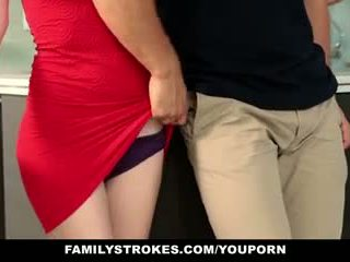 Familystrokes - krok sister sucks a fucks brat počas thanksgiving dinner