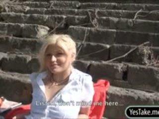 Blondie warga czech perempuan tak senonoh kitty kaya fucked dalam awam untuk wang