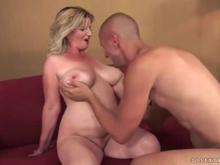 Busty old bitch gets fucked pretty har...