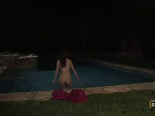 Sexy brunette milf having flere raser sex med an alien