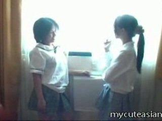 2 teenager lesbo china polluelos having sexo alrededor