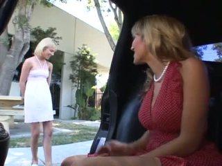 לסבית בוגר אישה עם צעיר נערה וידאו