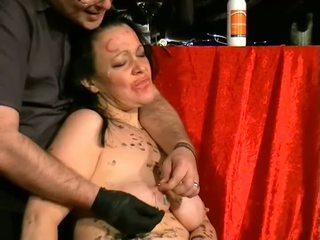 Humiliated brutal slavegirl içinde oral seks çük