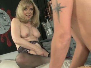 Nina hartley bounces 她的 moist p.