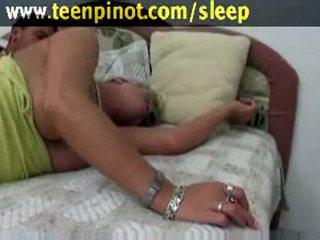 Impassioned lalka walenie ciężko przez jej dear w flop