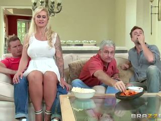 Brazzers - mama vitrega takes unele tineri pula - porno video 451