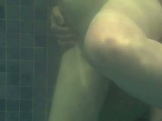 Undervann knulling - transando na piscina
