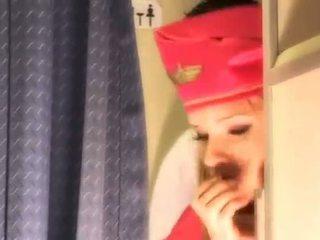 Szexi légiutaskísérő gets friss sperma aboard