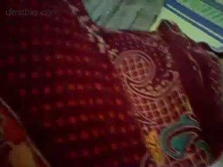 Tamil nevasta în ei noapte rochie