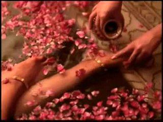 Indieši aktrise bipasha basu rāda zīle: