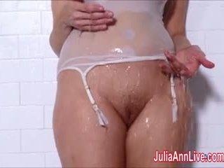 熟女 julia ann 入手する ぬれた で ザ· シャワー!