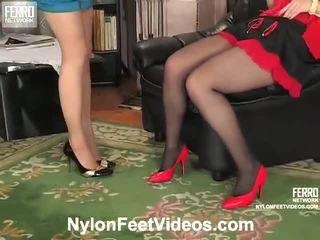 Ninon y agatha desagradable calcetas pies película acción