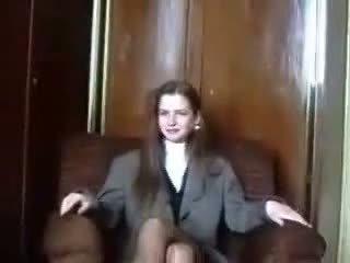 Nieśmiałe łotewskie virgin jest seduced na camera część 1