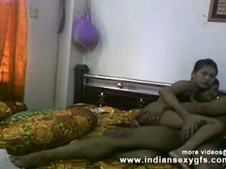 Desi sister شقيق كس بالإصبع و اللسان قبل سخيف في محلية الصنع جنس فيديو
