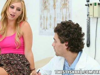 Lexi belle visits sie doktor