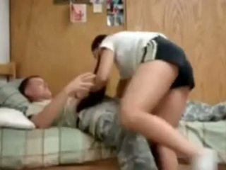 Nós exército guy a foder sua universidade namorada em dormitório
