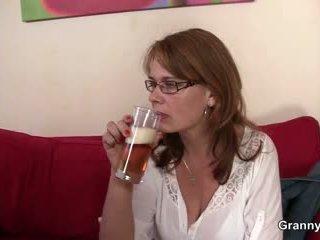Drunken máma gets ji píča vrtané