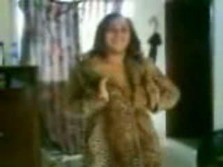 Arab busty gà con trong một khó chịu dance video