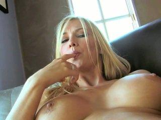 Täydellinen blondi blake rose kanssa iso melonien ja pitkä jaloissa
