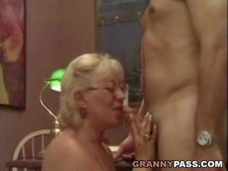 Nonnina insegnante flirts con suo studente, porno 75