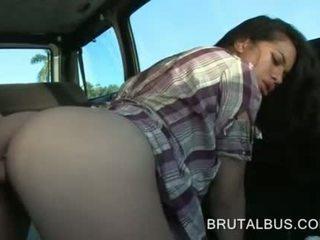 Sexy amatoriale e suo primo hardcore autobus esperienza