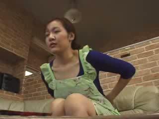 Japonská lonely maminka masturbate v livingroom video