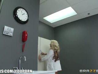 Brazzers - Mainit ginintuan ang buhok doktor loves malaki titi